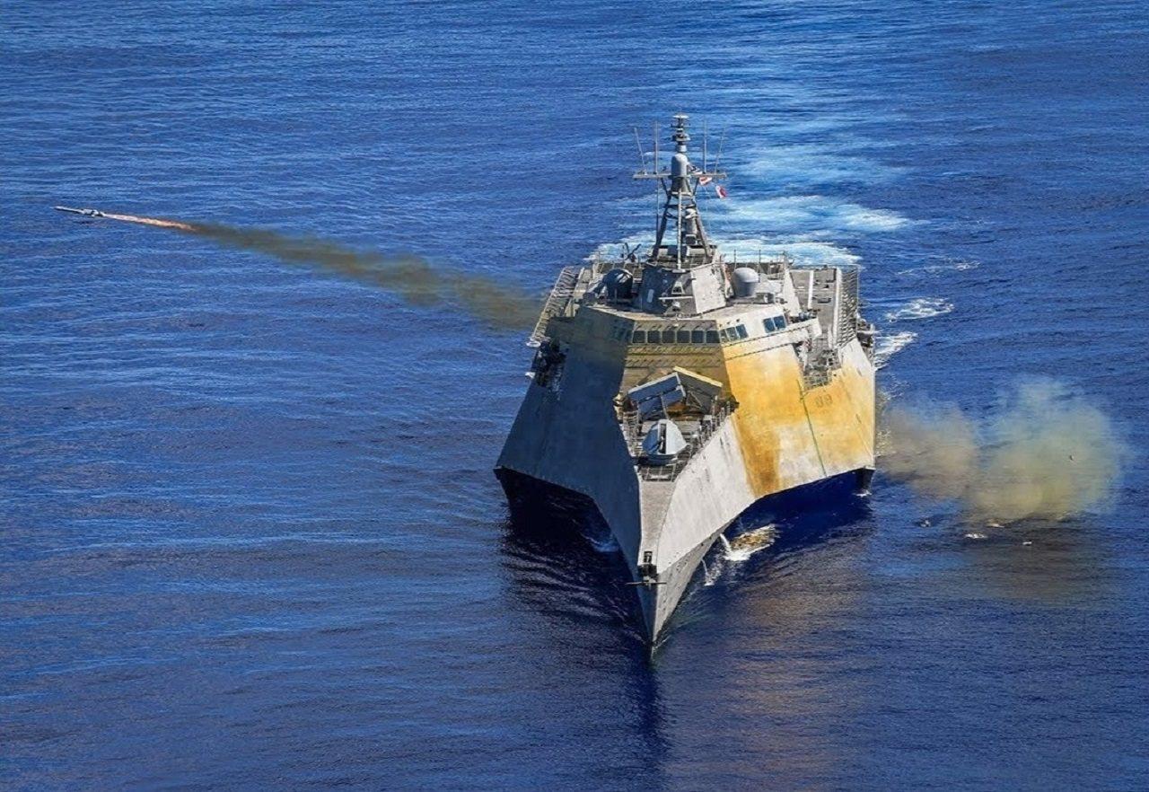 中共1日舉行慶祝建政70周年大閱兵,美國海軍同一天也在太平洋試射最新的「海軍打擊...