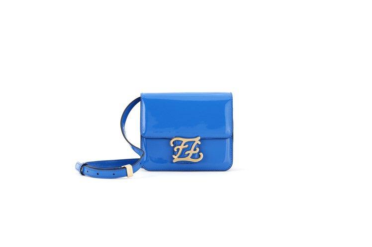 藍色Karligraphy包款,售價63,000元。圖/FENDI提供