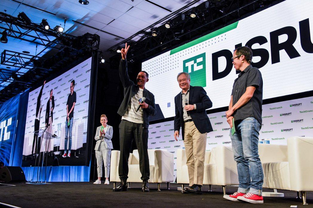 李安與威爾史密斯為宣傳「雙子殺手」出席科技研討會。圖/路透資料照片