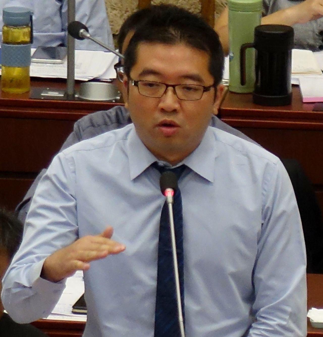 高雄市青年局長林鼎超首次列席議會備詢,屢被問到百億青創基金相關問題。圖/聯合報資...