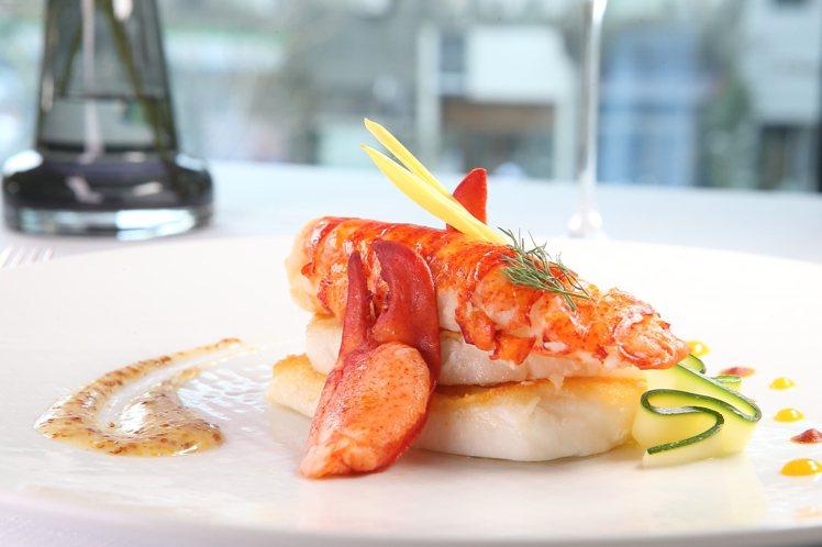 嗜吃海鮮的民眾,也有圓鱈龍蝦等餐點可供選擇。1,780元。記者陳睿中/攝影