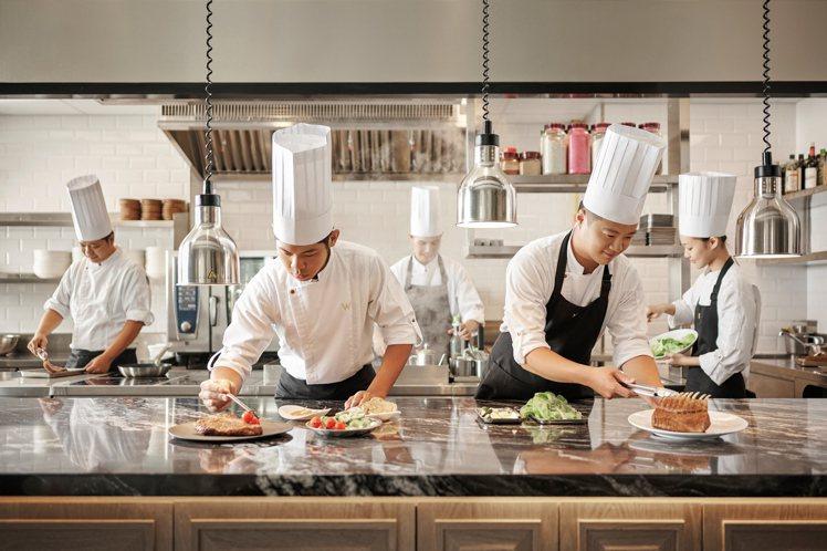 THE WANG使用開放式廚房,為王品首創之舉。圖/王品提供