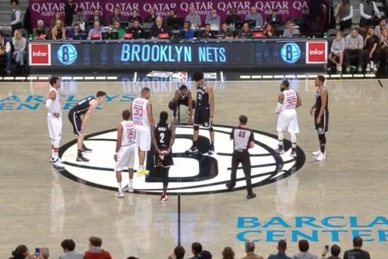 籃網全新主場灰色地板亮相。 擷圖自OfficalDSD推特