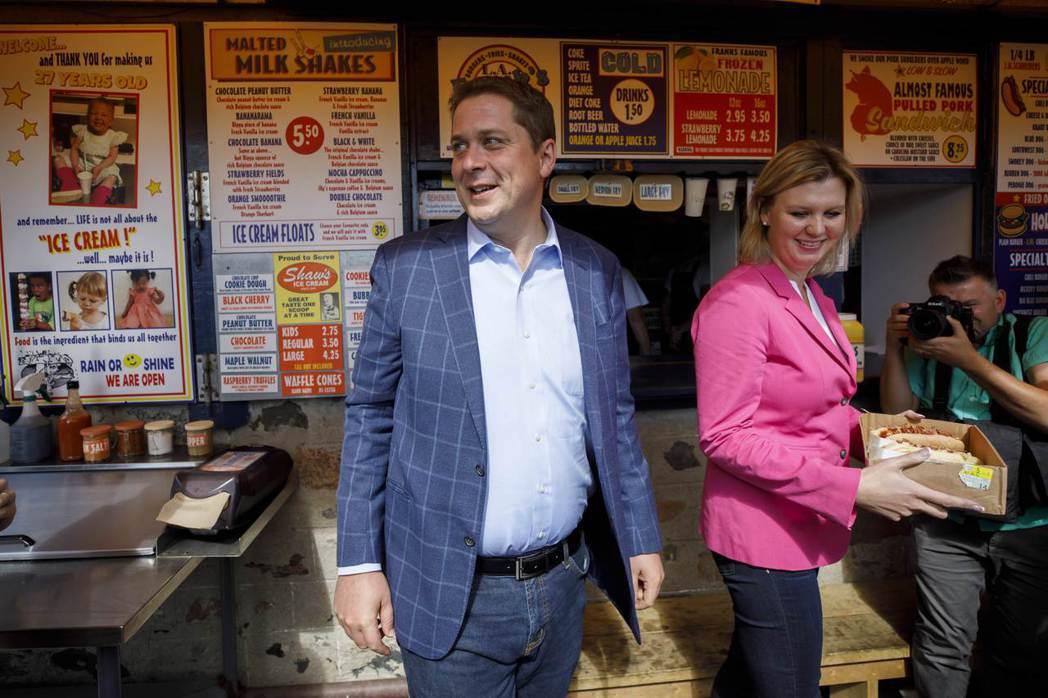加拿大在野保守黨黨魁謝爾與妻子吉兒。(法新社)