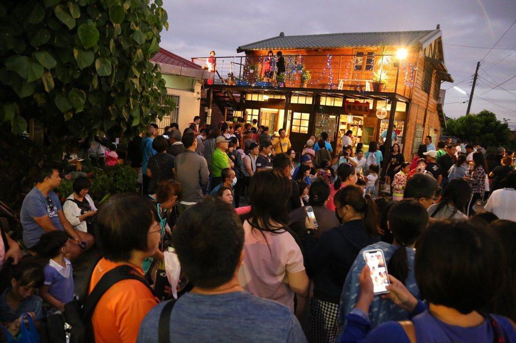 台劇「用九柑仔店」 的場景,讓許多遊客前來朝聖。記者魯永明/攝影