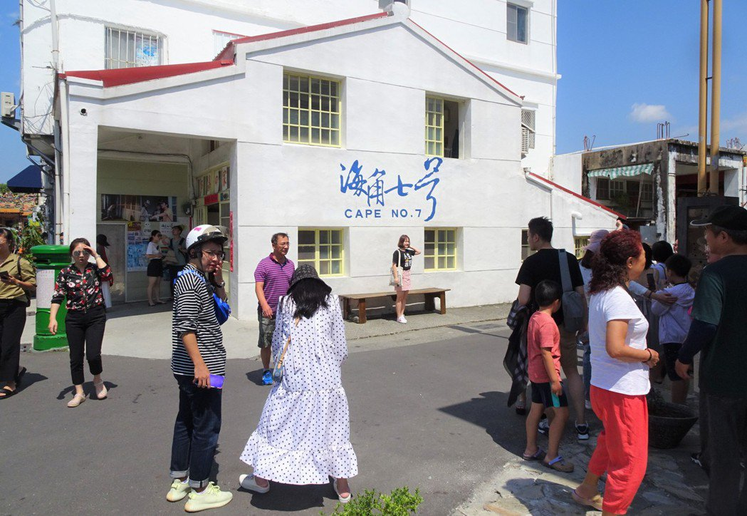 屋主開放參觀的屏東縣恆春鎮「阿嘉的家」,仍維持一定人氣。記者潘欣中/攝影