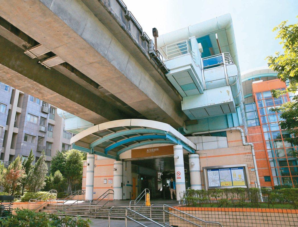 萬芳商圈交通便利、機能完備。圖為捷運萬芳社區站。 記者潘俊宏/攝影