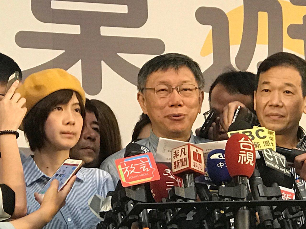 台北市長柯文哲上午參加敬老活動時受訪。記者楊正海/攝影