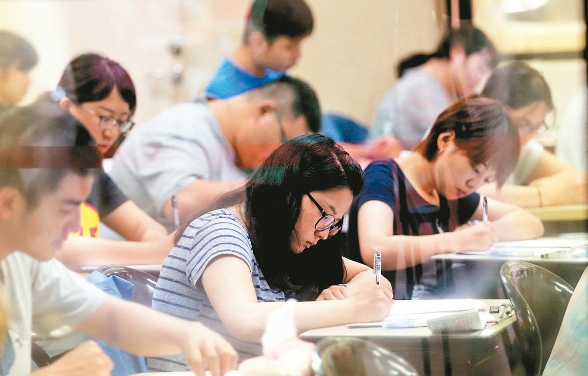 圖為國家考試示意圖,非公費留考考生。 圖╱聯合報系資料照片
