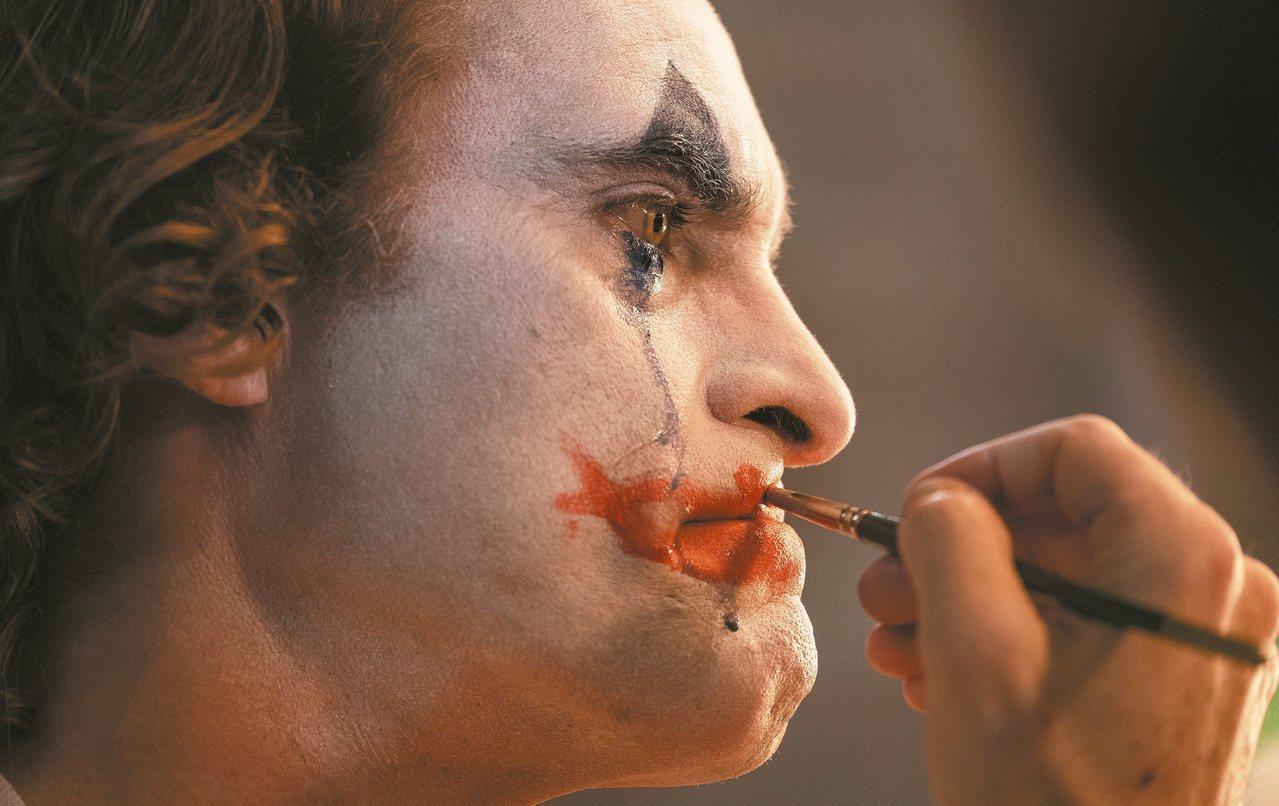 蝙蝠俠系列電影「小丑」(Joker)4日晚在全美戲院首映,由於內容涉及槍枝暴力及...