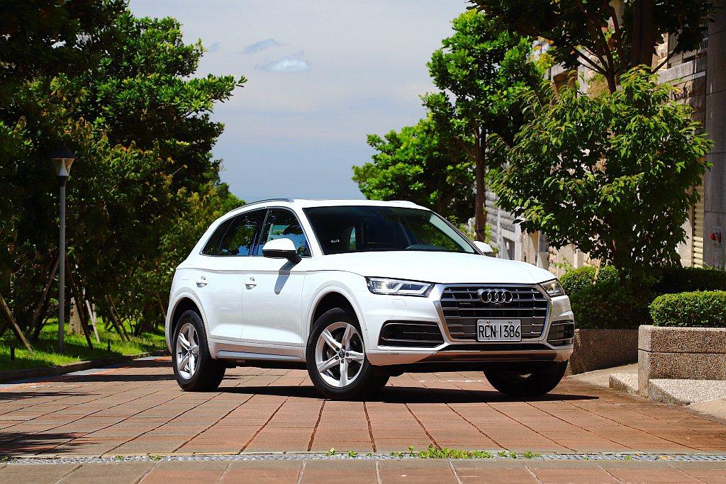 新年式Audi Q5 45 TFSI調整銷售陣容,並將許多安全輔助科技全數列為標...