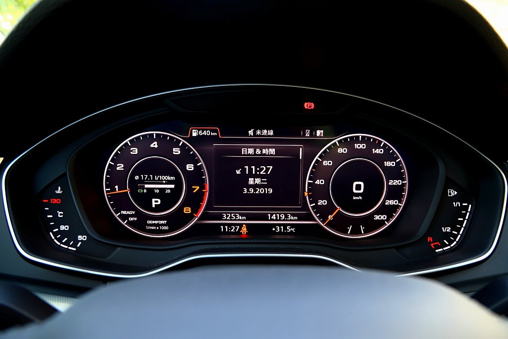 Audi Q5 45 TFSI quattro標配的12.3吋Audi全數位虛擬...