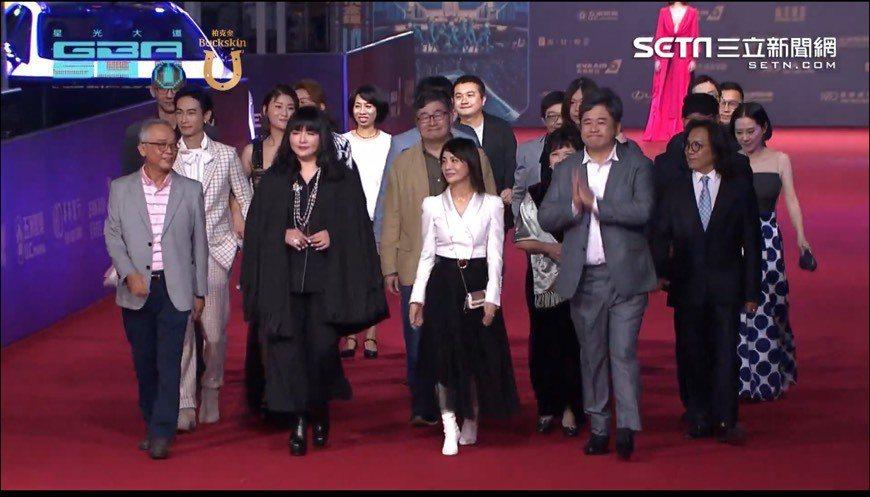 唐綺陽(前左二)擔任金鐘獎評審。圖/摘自網路
