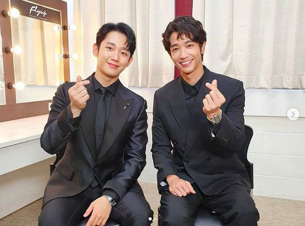 丁海寅(左)與劉以豪合照。圖/摘自網路