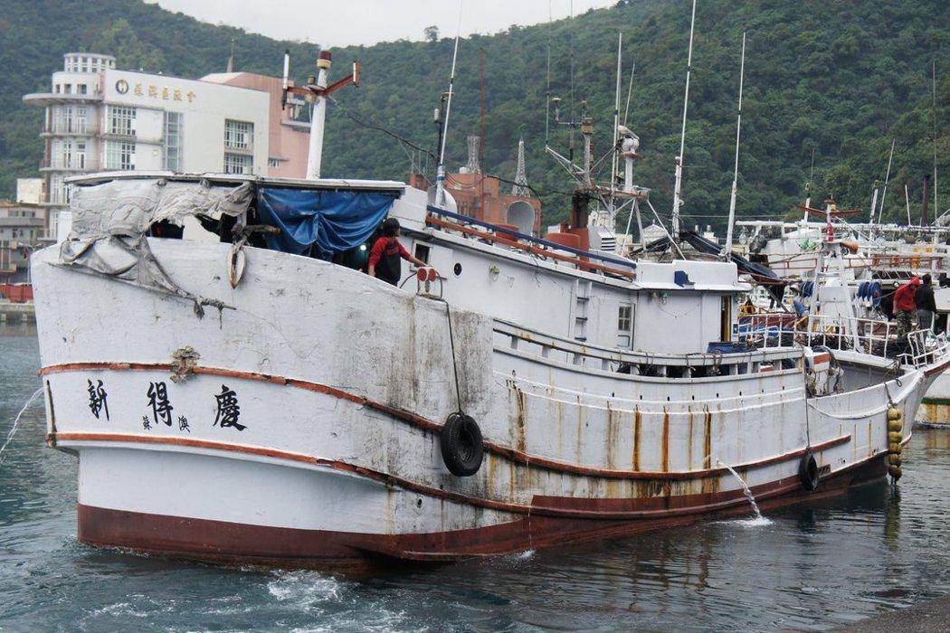 台灣外籍漁工們,真的是「自願」睡船上嗎?以南方澳漁港事件為例