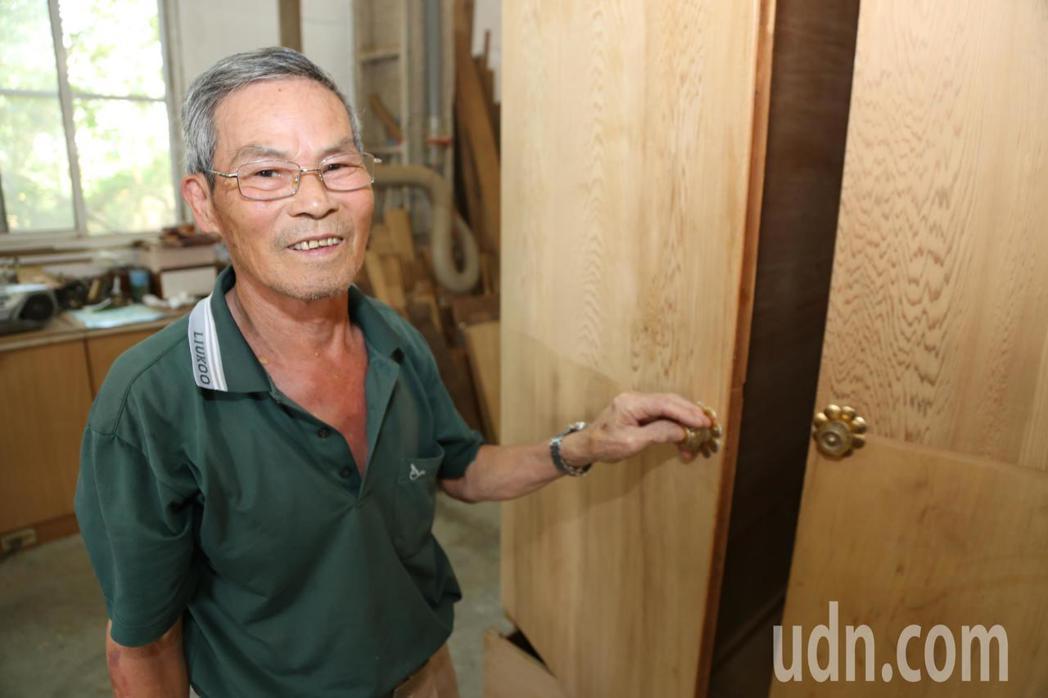 嘉義縣環保局木工修復廠老師傅候阿尚,擁有61年木工經驗,曾修復上萬件家具,被稱「...