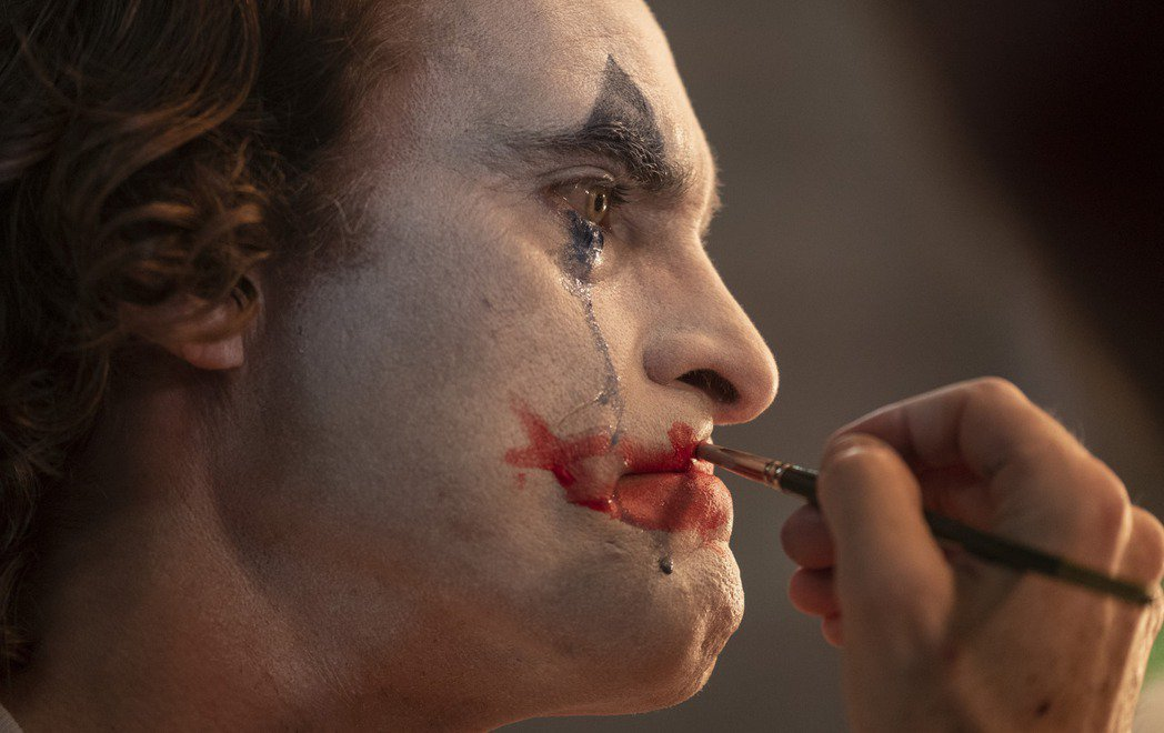 《小丑》在美國上映當晚就開出1330萬美元亮眼成績。美聯社
