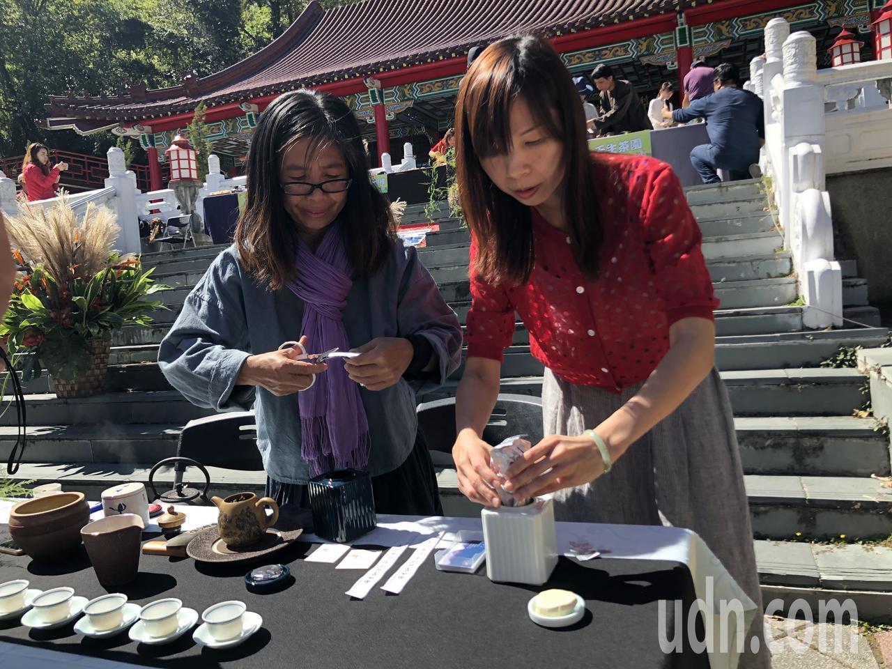 梨山茶農拿鋤頭也學茶藝 高山茶2.0喝出層次甘醇