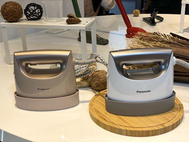 Panasonic 2in1蒸氣電熨斗NI-FS750,建議售價3,690元,預...