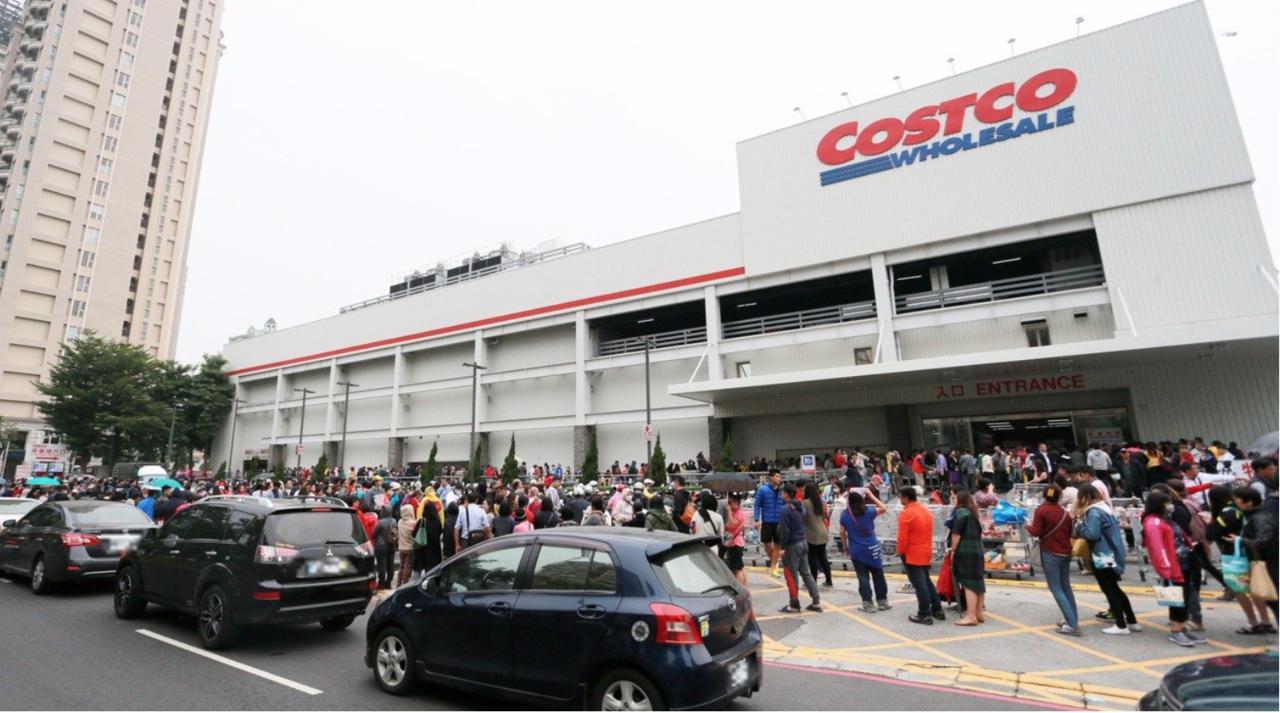 好市多去年的黑色購物節,大排長龍。本報資料照片