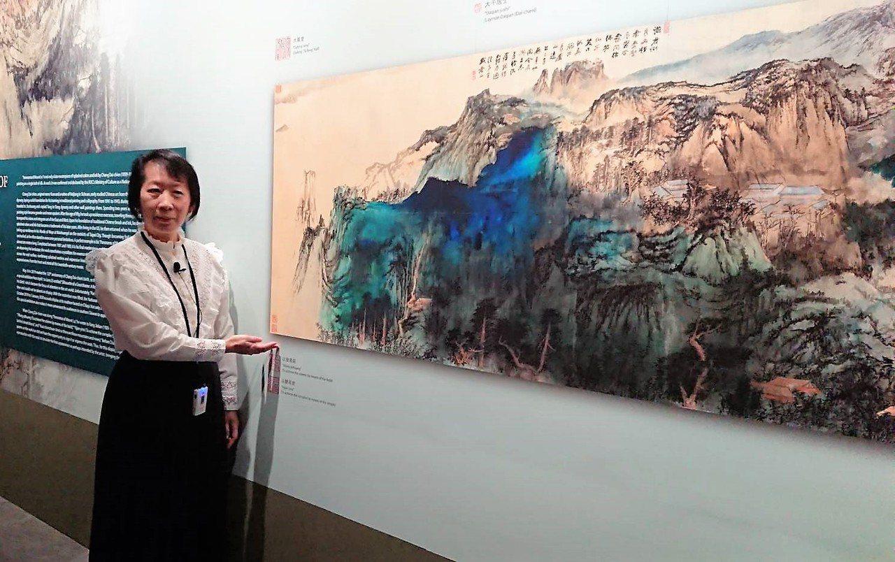 故宮書畫處長劉芳如今天上午親自導覽、解析「廬山圖」構思布局。記者卜敏正/攝影