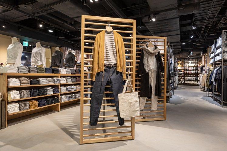 正值入秋換季,MUJI無印良品中壢門市的「服飾造型顧問SA」提供整體穿搭提案,可...