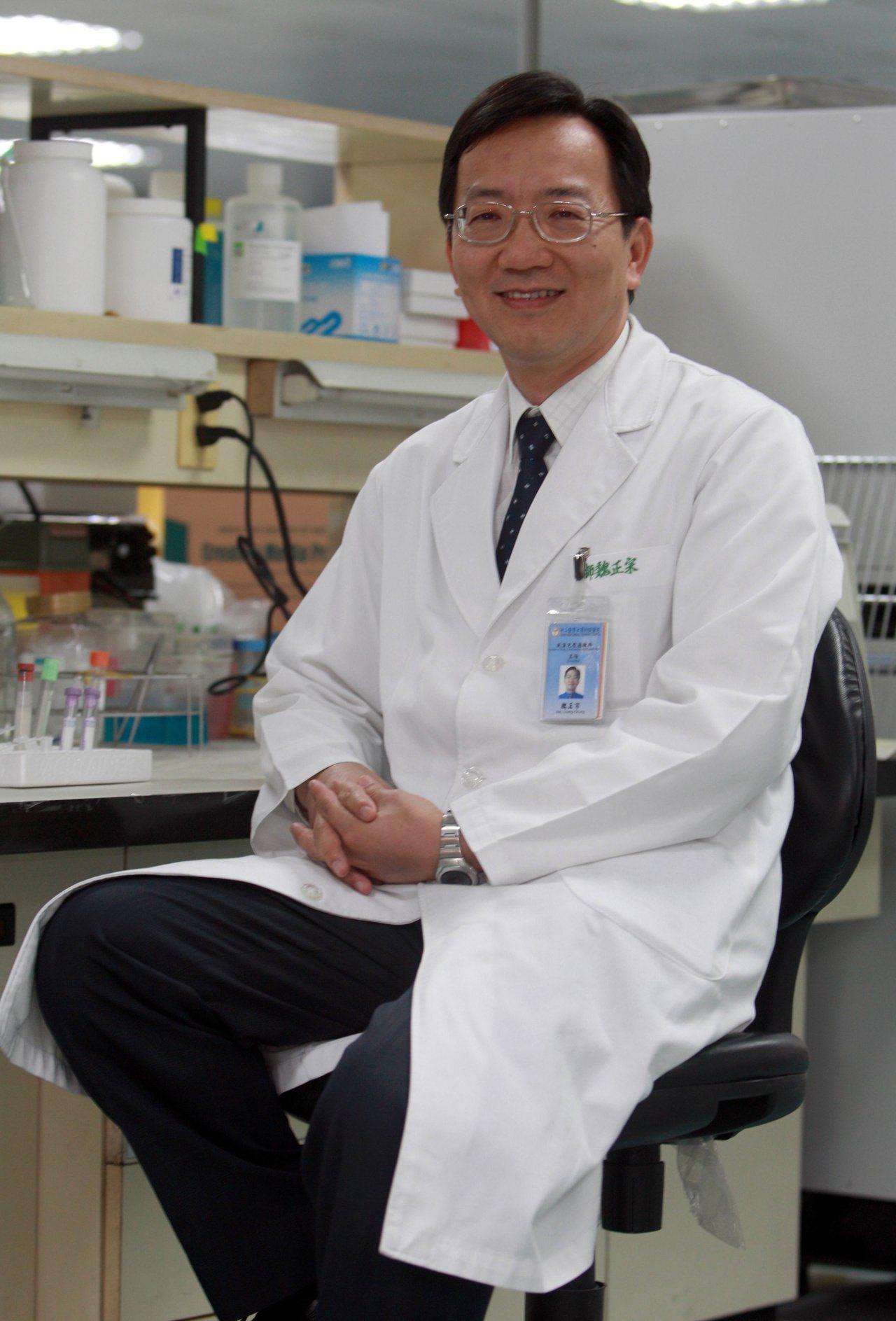 中山醫學大學附設醫院過敏免疫風濕科主任魏正宗,身兼僵直性脊椎炎的醫師和病友身份,...