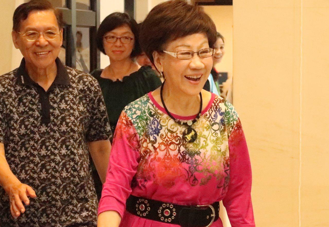 前副總統呂秀蓮(右)與前南投縣長彭百顯(左),出席連署說明會。記者徐如宜/攝影