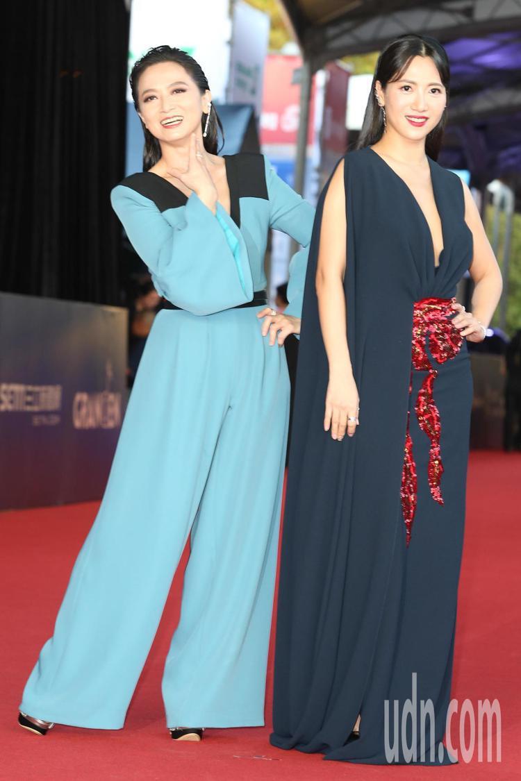 徐麗雯(右) 、謝瓊煖(左)走星光大道。記者陳立凱/攝影