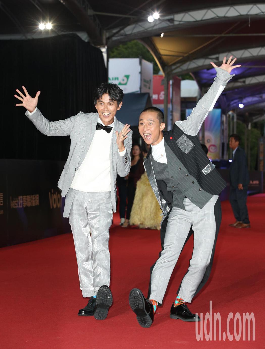 阿翔(左)、浩子(右)走星光大道。記者陳立凱/攝影