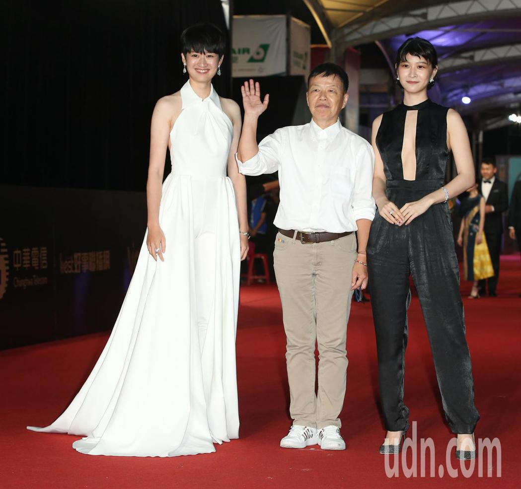 王小棣(中)、江沂宸(右)、 葉慈毓(左)走星光大道。記者陳立凱/攝影