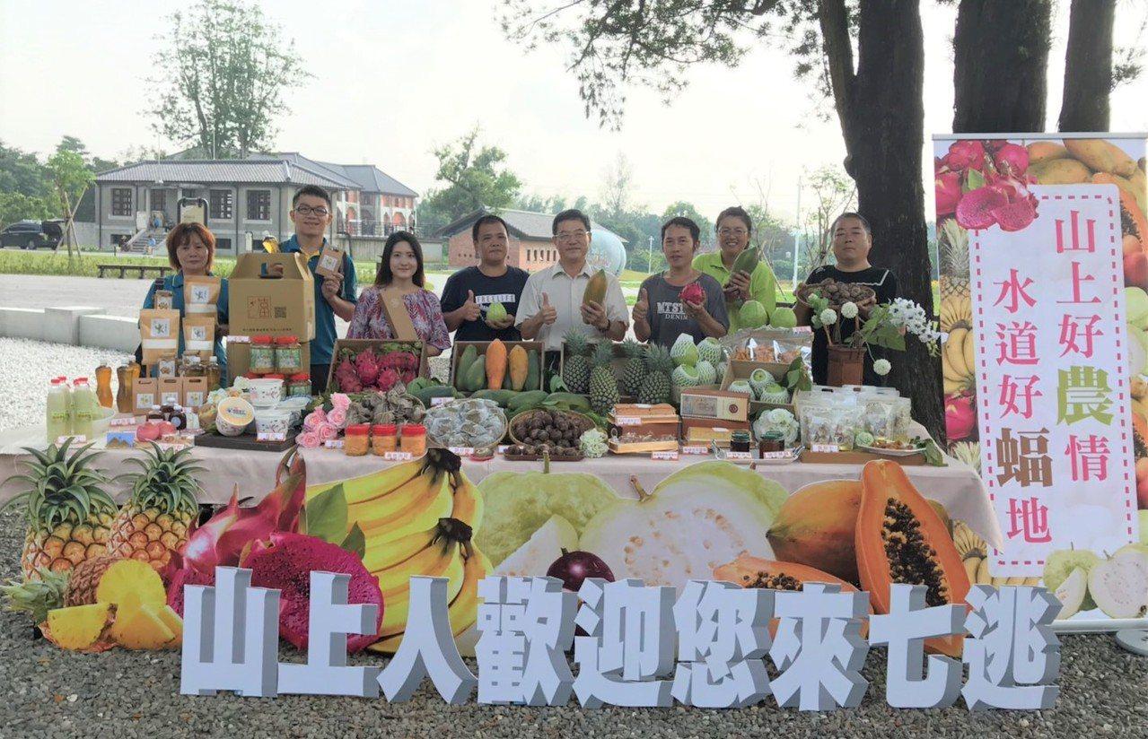 台南山上有好水種出好水果,山上區公所號召20多位青農擺攤。圖/山上區公所提供