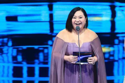 鍾欣凌與楊小黎擔任頒獎人。
