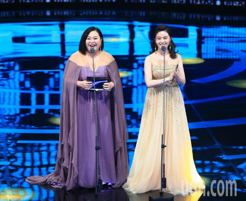 鍾欣凌(左)與楊小黎擔任頒獎人。記者林伯東/攝影