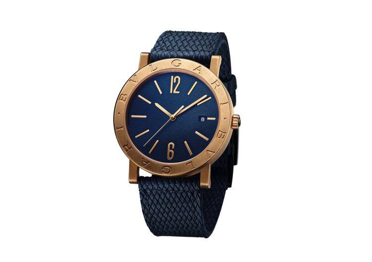 胡釋安配戴BVLGARI BVLGARI藍面青銅腕表,17萬5,200元。圖/寶...