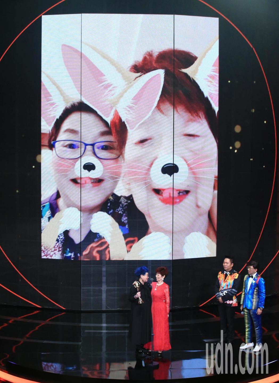 張小燕獲得終身成就獎,94歲的母親一同出席領獎。記者林伯東/攝影