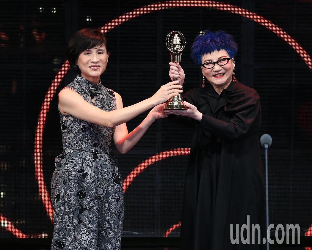 張小燕(右)獲得終身成就獎。記者林伯東/攝影