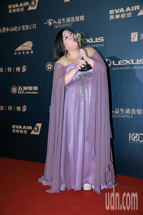 第54屆電視金鐘獎電視電影迷你劇集女主角獎由鍾欣凌以你的孩子不是你的孩子-貓的孩子獲得。