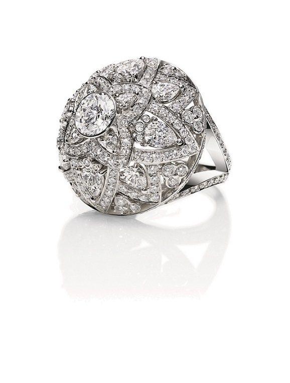 王淨配戴海瑞溫斯頓Lotus鑽石戒指,價格店洽。圖/海瑞溫斯頓提供