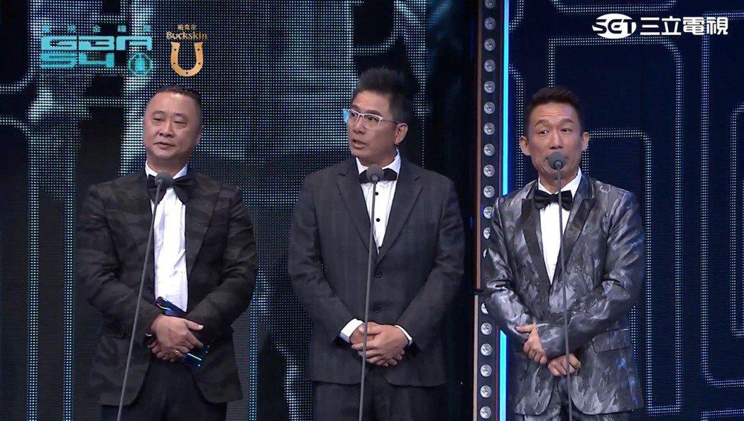 (左起)邰智源、洪都拉斯、郭子乾在金鐘54頒發綜藝節目獎等獎項。圖/擷自yout