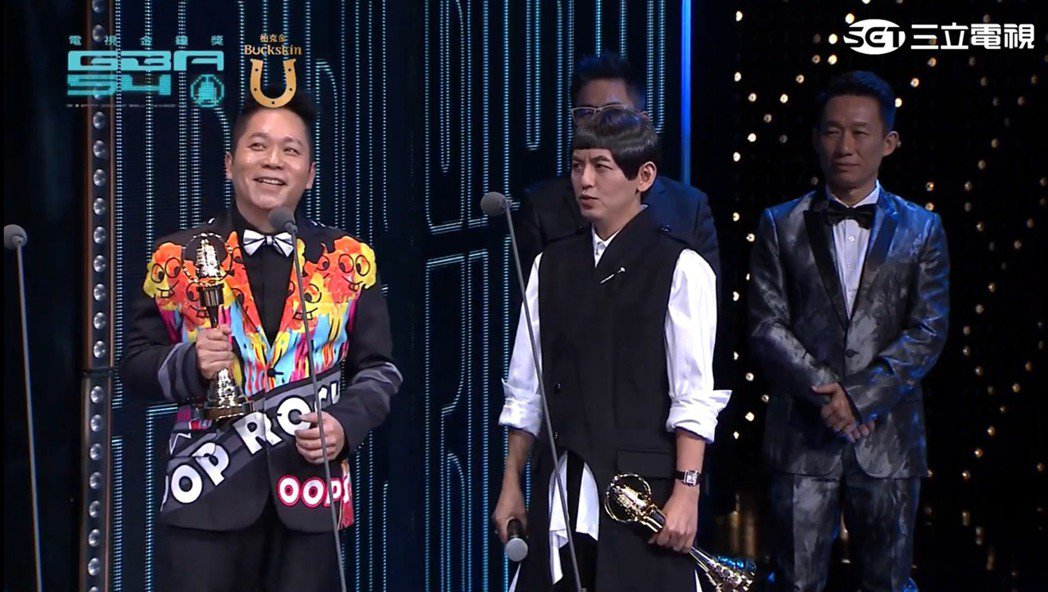 黃子佼、卜學亮師兄弟以30年默契奪下金鐘綜藝類最大獎。圖/擷自youtube