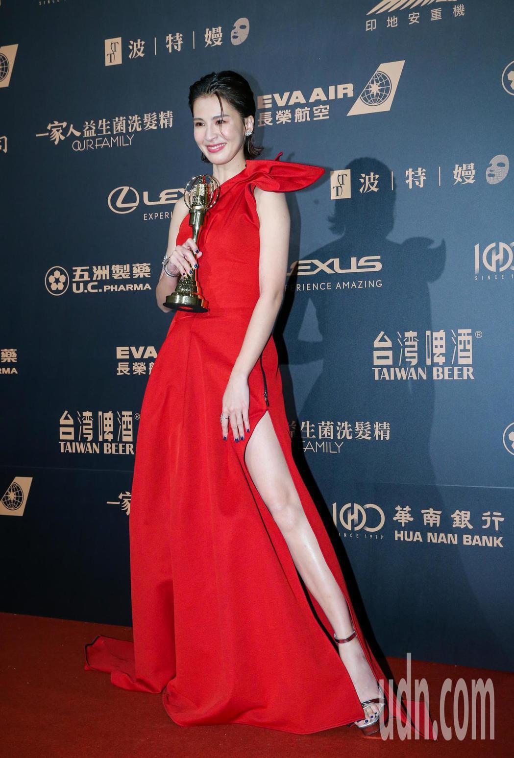 第54屆電視金鐘獎戲劇節目女配角獎由曾沛慈以我們與惡的距離獲得。記者許正宏/攝影