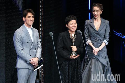 金鐘54/呂蒔媛以我們與惡的距離獲戲劇節目編劇獎。記者林伯東/攝影