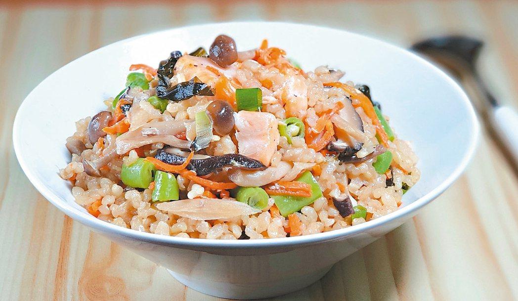 鮭魚鮮菇和風炊飯