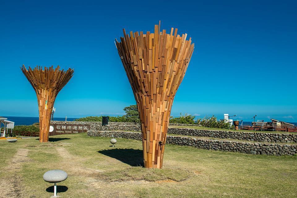 花蓮公共藝術票選第三名,伊祐‧噶照以漂流木創作的「kahicera'an滙集在這...