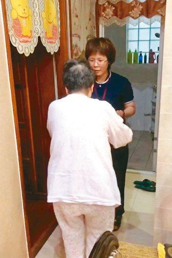 即使居服員不懂長輩語言,但應有努力學習的態度,讓長輩感受到用心。 圖╱御歸來居家...