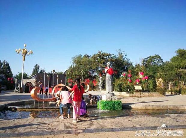 麗君小鎮的麗君文化廣場。 (新浪微博照片)