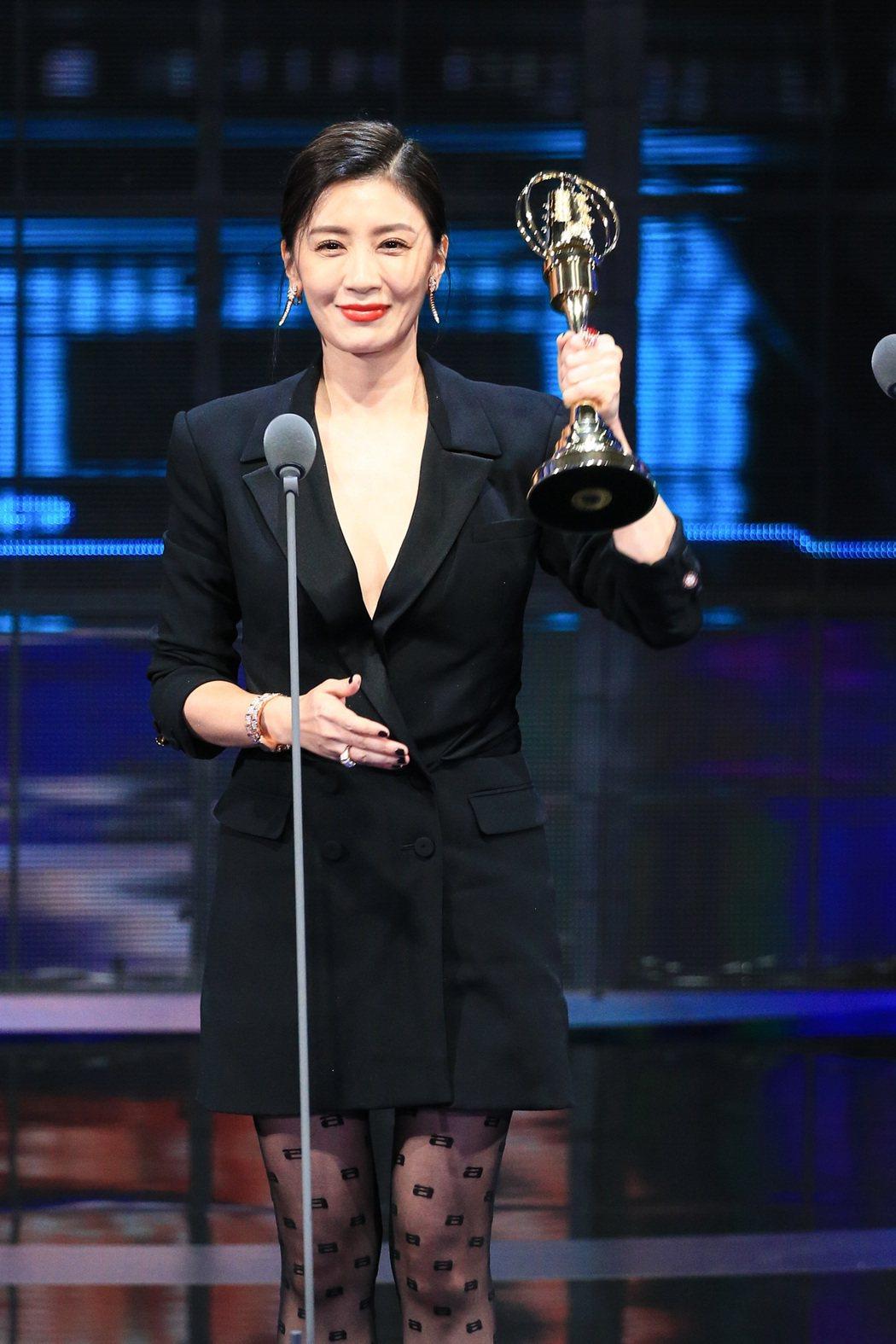 賈靜雯以「我們與惡的距離」獲得第54屆金鐘獎戲劇節目女主角獎。記者林伯東/攝影