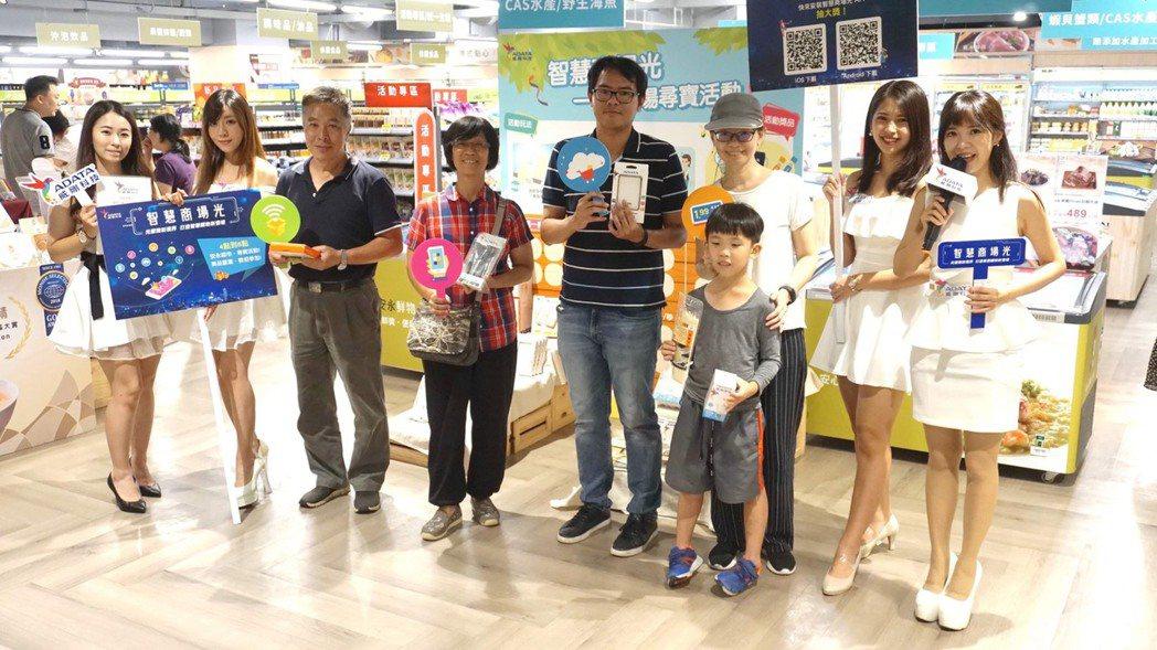 智慧商場光第一場體驗活動於環球購物-安永鮮物熱烈展開,讓民眾享受輕鬆便捷的購物服...