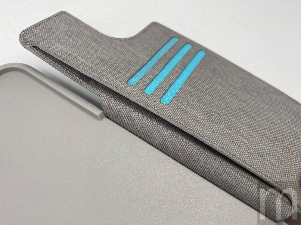 可容納三張信用卡尺寸卡片,以及可放置紙鈔的內側層設計